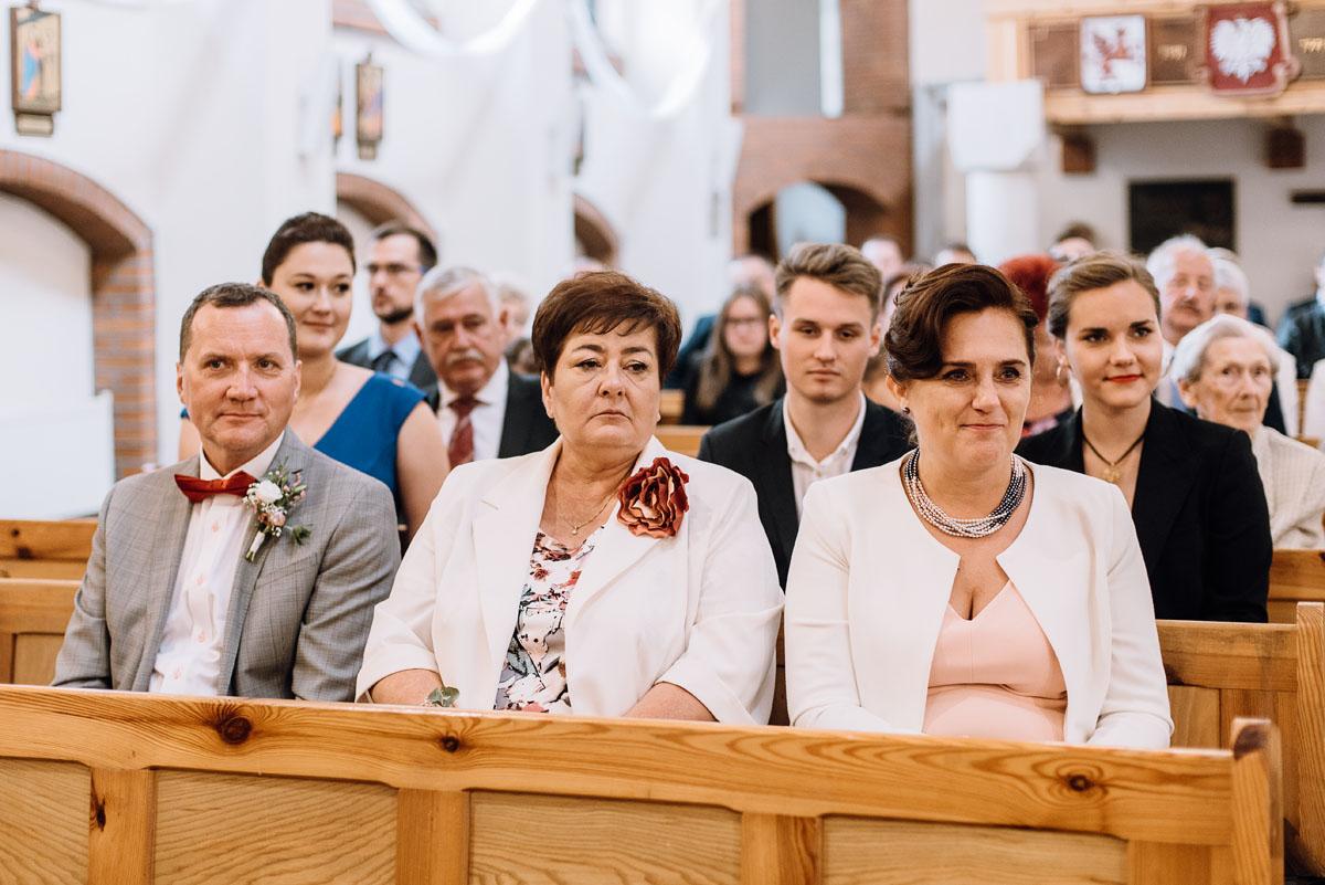 alternatywny-slub-wesele-w-stylu-slow-wedding-szklana-stodola-Bozenkowo-Swietliste-fotografujemy-emocje-Magda-Jakub-072