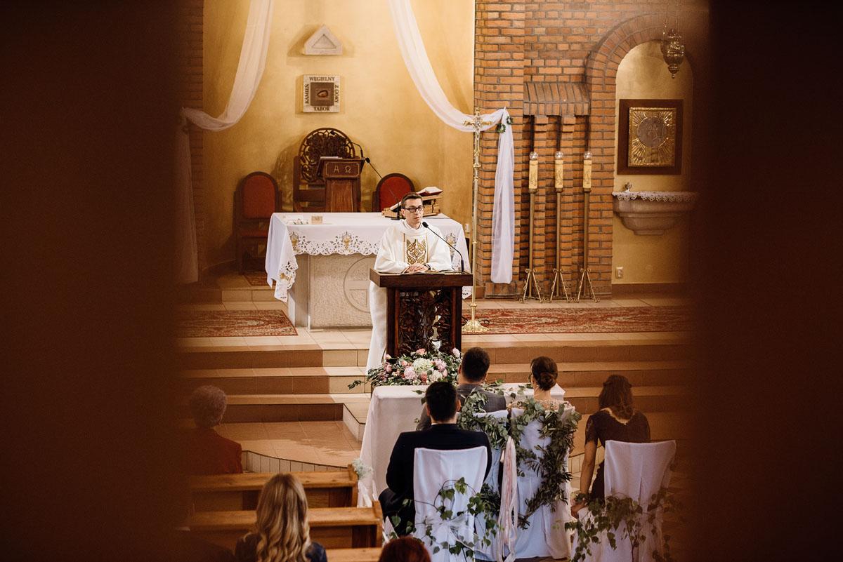 alternatywny-slub-wesele-w-stylu-slow-wedding-szklana-stodola-Bozenkowo-Swietliste-fotografujemy-emocje-Magda-Jakub-074