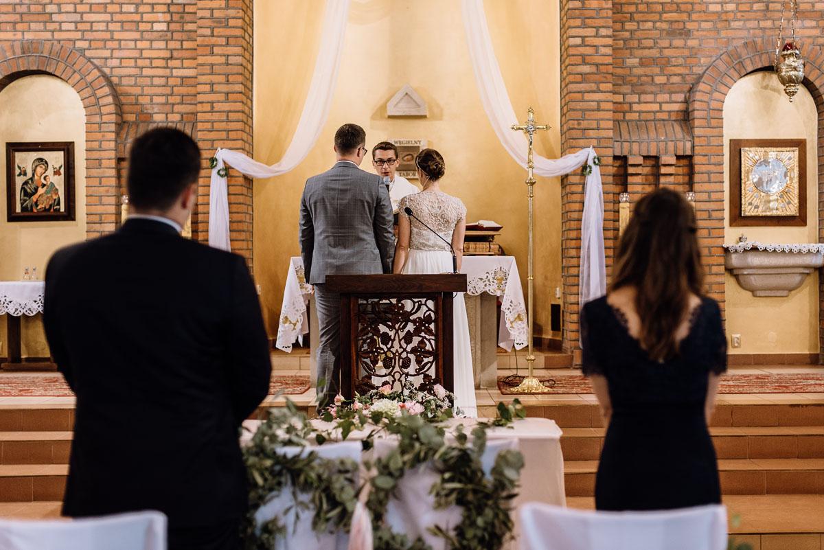 alternatywny-slub-wesele-w-stylu-slow-wedding-szklana-stodola-Bozenkowo-Swietliste-fotografujemy-emocje-Magda-Jakub-076