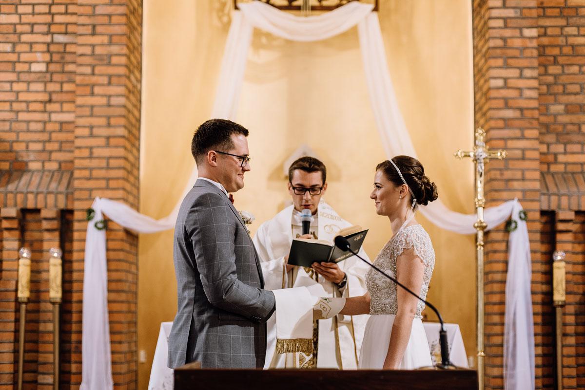 alternatywny-slub-wesele-w-stylu-slow-wedding-szklana-stodola-Bozenkowo-Swietliste-fotografujemy-emocje-Magda-Jakub-077