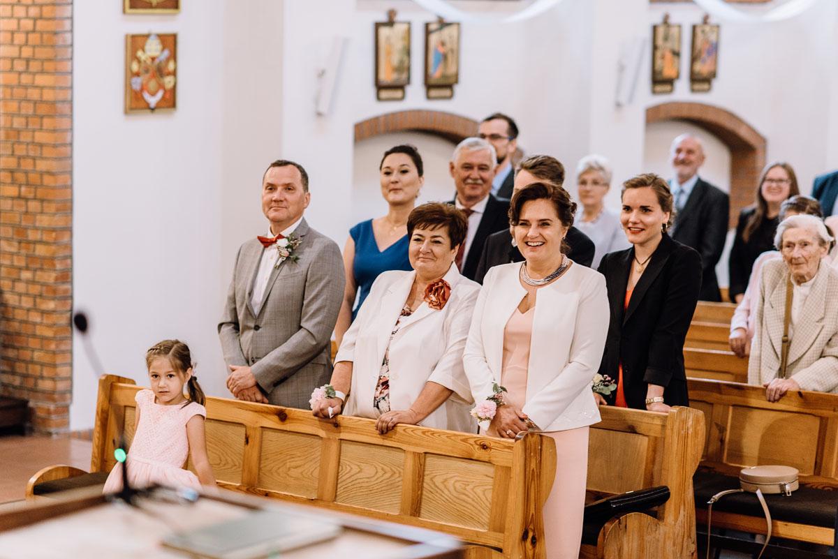 alternatywny-slub-wesele-w-stylu-slow-wedding-szklana-stodola-Bozenkowo-Swietliste-fotografujemy-emocje-Magda-Jakub-078