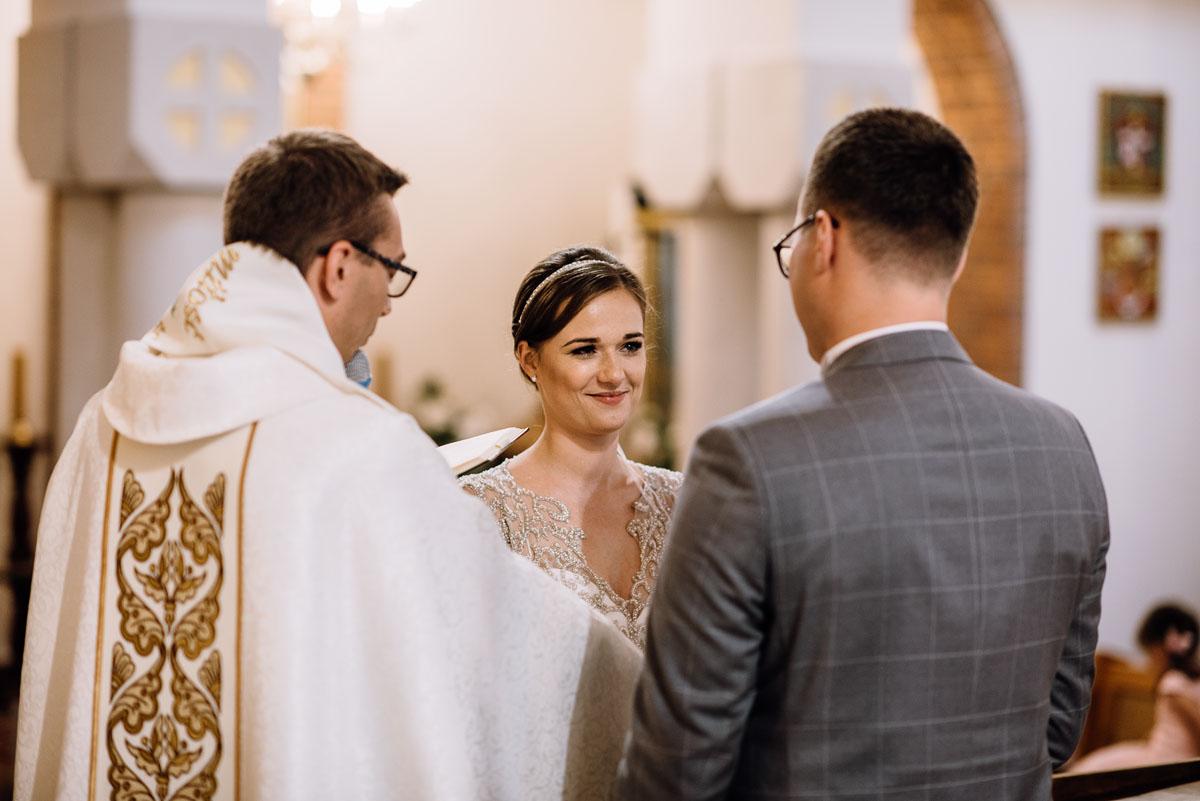 alternatywny-slub-wesele-w-stylu-slow-wedding-szklana-stodola-Bozenkowo-Swietliste-fotografujemy-emocje-Magda-Jakub-079