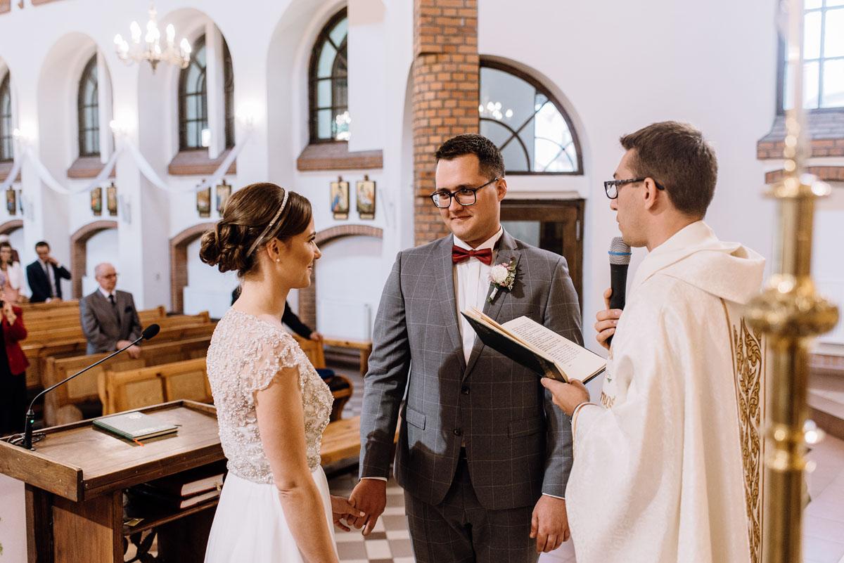 alternatywny-slub-wesele-w-stylu-slow-wedding-szklana-stodola-Bozenkowo-Swietliste-fotografujemy-emocje-Magda-Jakub-080