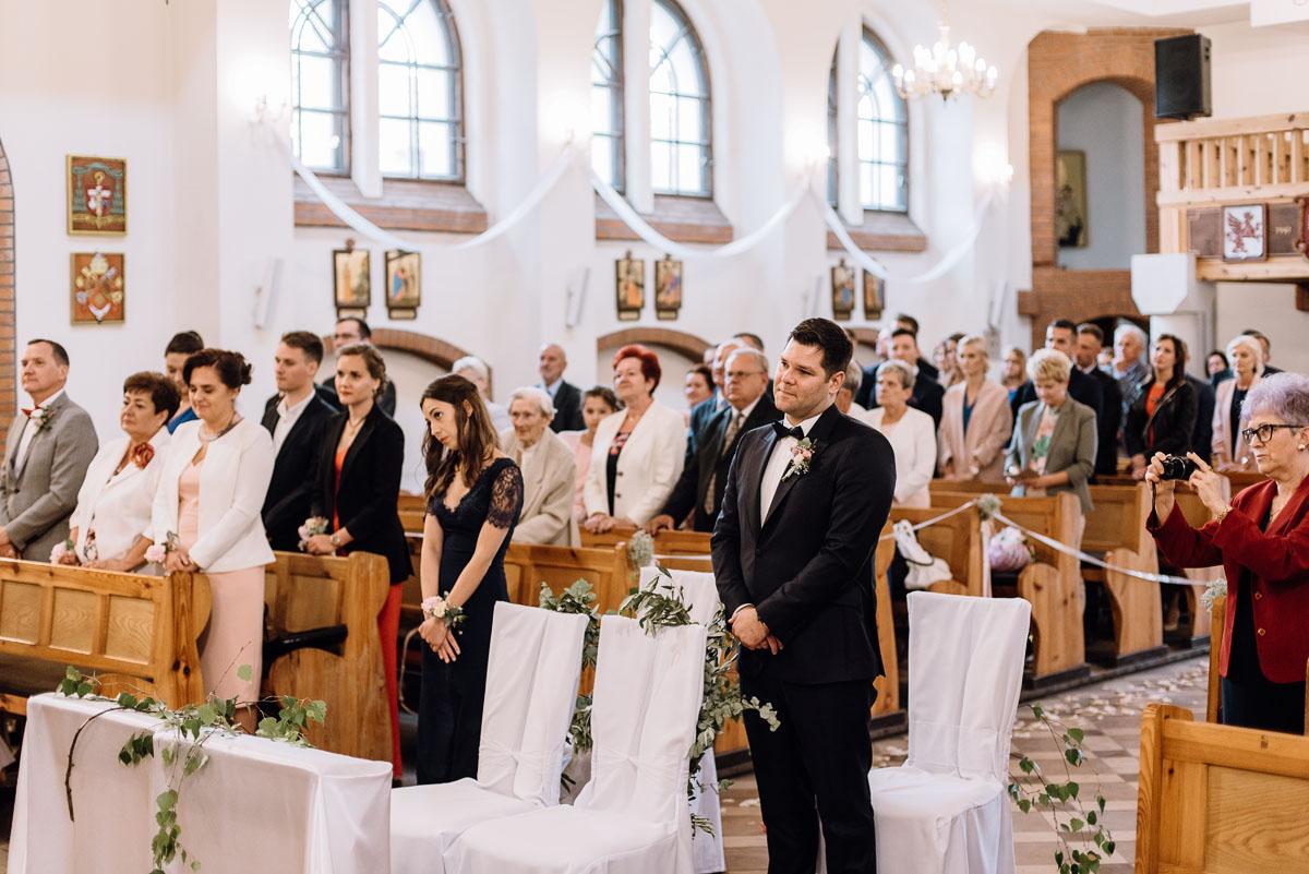 alternatywny-slub-wesele-w-stylu-slow-wedding-szklana-stodola-Bozenkowo-Swietliste-fotografujemy-emocje-Magda-Jakub-081