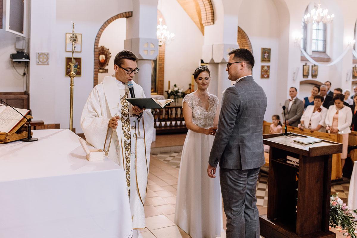alternatywny-slub-wesele-w-stylu-slow-wedding-szklana-stodola-Bozenkowo-Swietliste-fotografujemy-emocje-Magda-Jakub-082