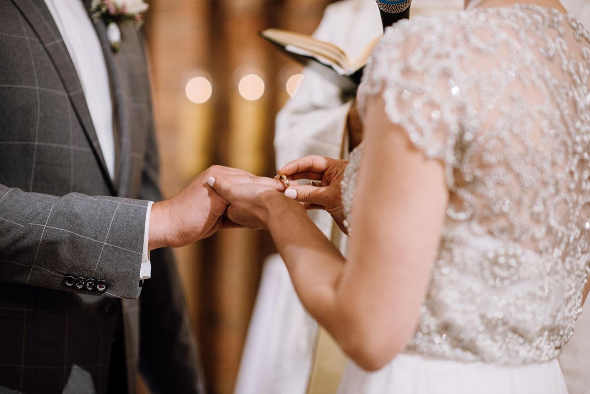 alternatywny-slub-wesele-w-stylu-slow-wedding-szklana-stodola-Bozenkowo-Swietliste-fotografujemy-emocje-Magda-Jakub-084