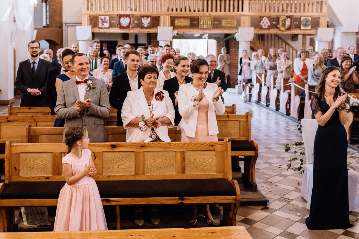 alternatywny-slub-wesele-w-stylu-slow-wedding-szklana-stodola-Bozenkowo-Swietliste-fotografujemy-emocje-Magda-Jakub-086