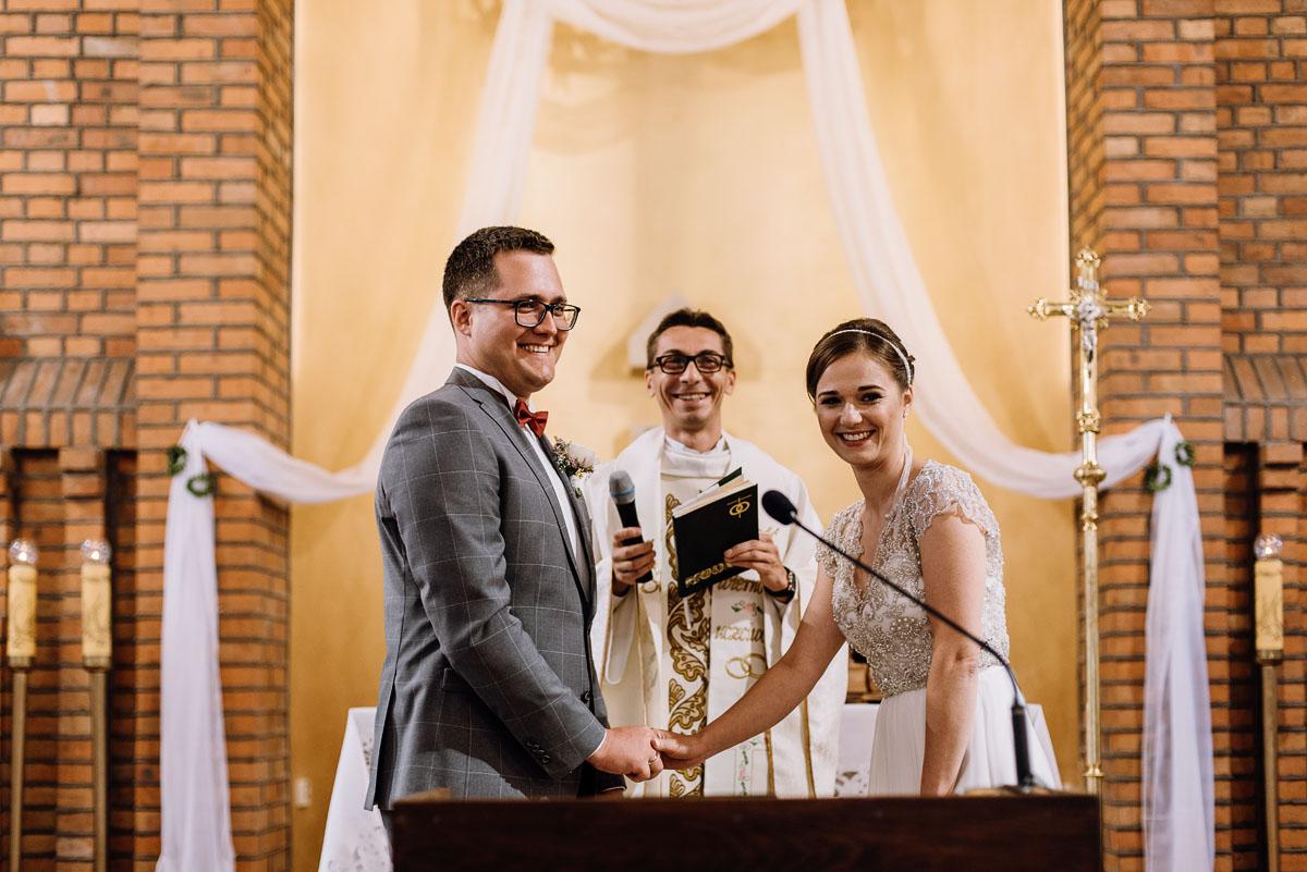 alternatywny-slub-wesele-w-stylu-slow-wedding-szklana-stodola-Bozenkowo-Swietliste-fotografujemy-emocje-Magda-Jakub-087