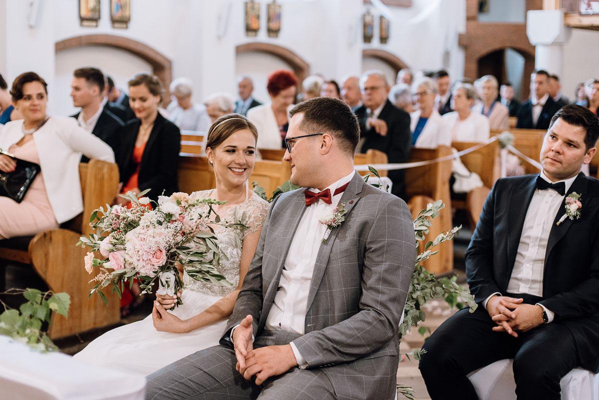 alternatywny-slub-wesele-w-stylu-slow-wedding-szklana-stodola-Bozenkowo-Swietliste-fotografujemy-emocje-Magda-Jakub-088