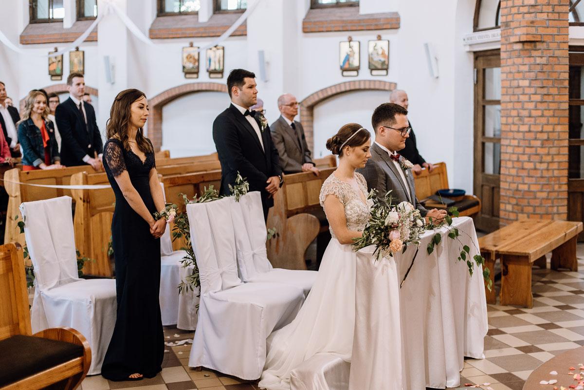 alternatywny-slub-wesele-w-stylu-slow-wedding-szklana-stodola-Bozenkowo-Swietliste-fotografujemy-emocje-Magda-Jakub-089