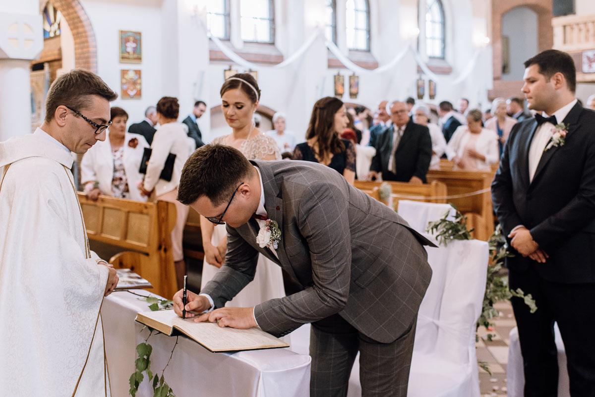 alternatywny-slub-wesele-w-stylu-slow-wedding-szklana-stodola-Bozenkowo-Swietliste-fotografujemy-emocje-Magda-Jakub-093
