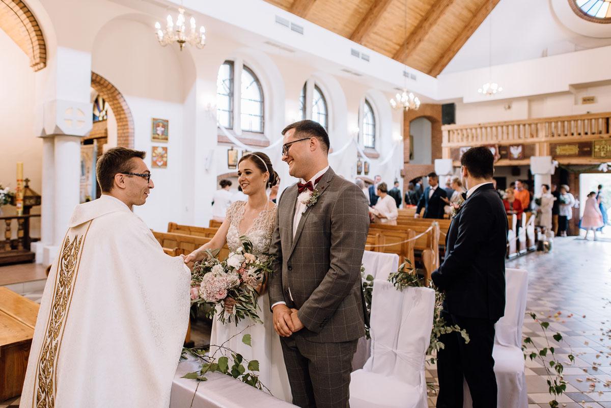 alternatywny-slub-wesele-w-stylu-slow-wedding-szklana-stodola-Bozenkowo-Swietliste-fotografujemy-emocje-Magda-Jakub-094