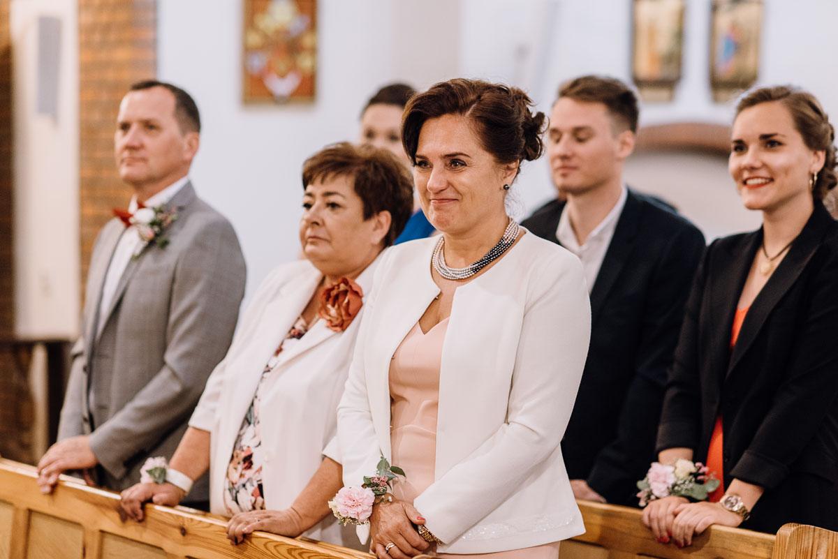 alternatywny-slub-wesele-w-stylu-slow-wedding-szklana-stodola-Bozenkowo-Swietliste-fotografujemy-emocje-Magda-Jakub-095