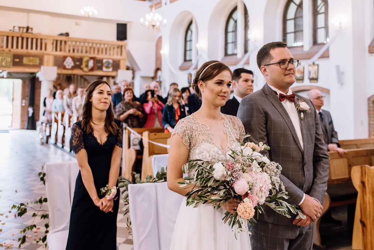 alternatywny-slub-wesele-w-stylu-slow-wedding-szklana-stodola-Bozenkowo-Swietliste-fotografujemy-emocje-Magda-Jakub-096