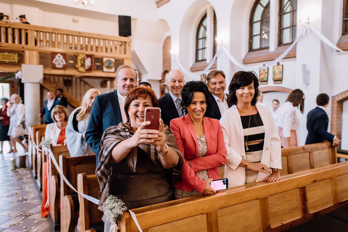 alternatywny-slub-wesele-w-stylu-slow-wedding-szklana-stodola-Bozenkowo-Swietliste-fotografujemy-emocje-Magda-Jakub-097
