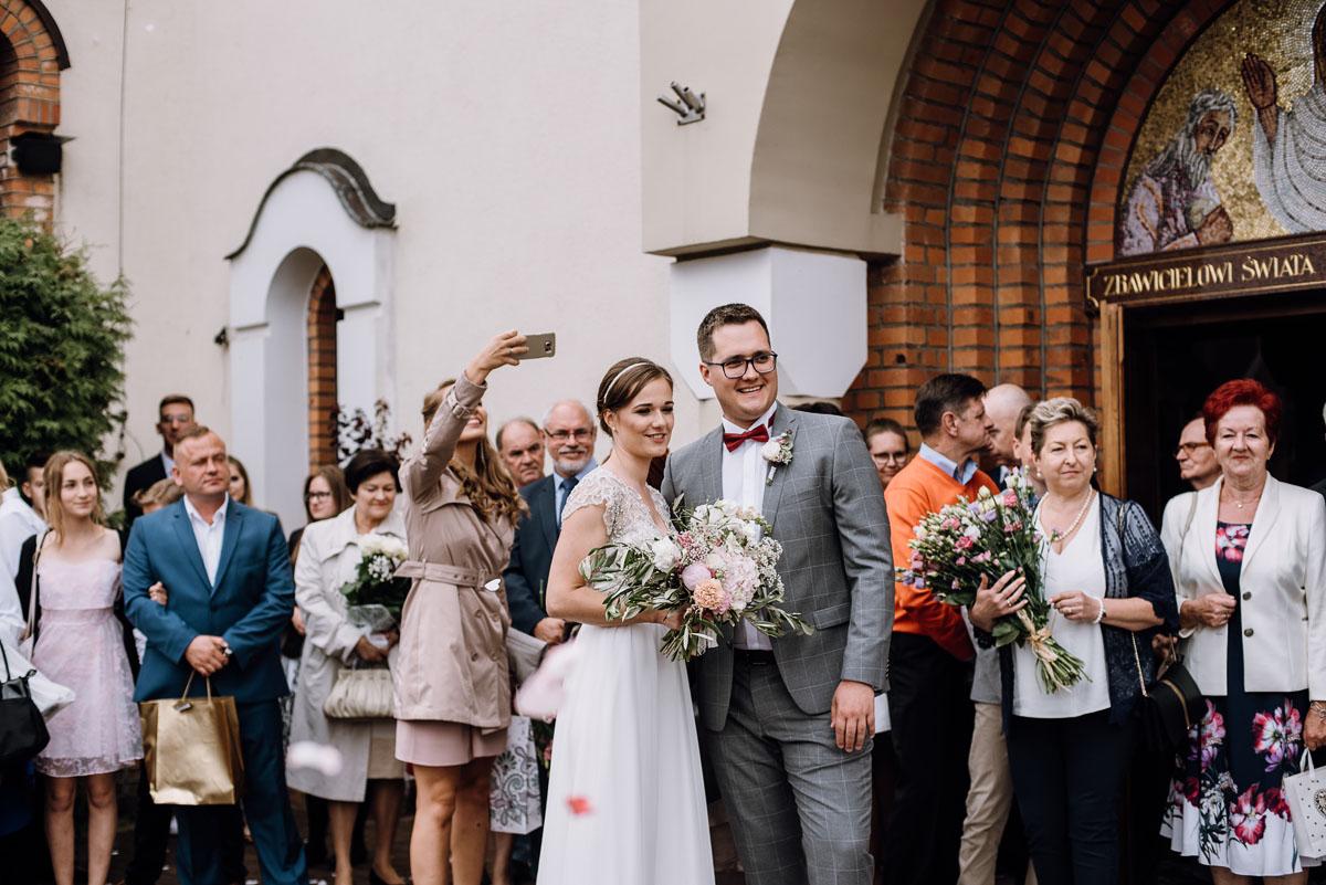 alternatywny-slub-wesele-w-stylu-slow-wedding-szklana-stodola-Bozenkowo-Swietliste-fotografujemy-emocje-Magda-Jakub-103