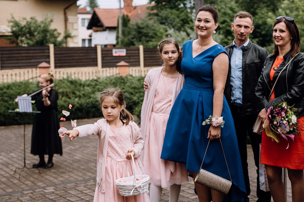 alternatywny-slub-wesele-w-stylu-slow-wedding-szklana-stodola-Bozenkowo-Swietliste-fotografujemy-emocje-Magda-Jakub-104