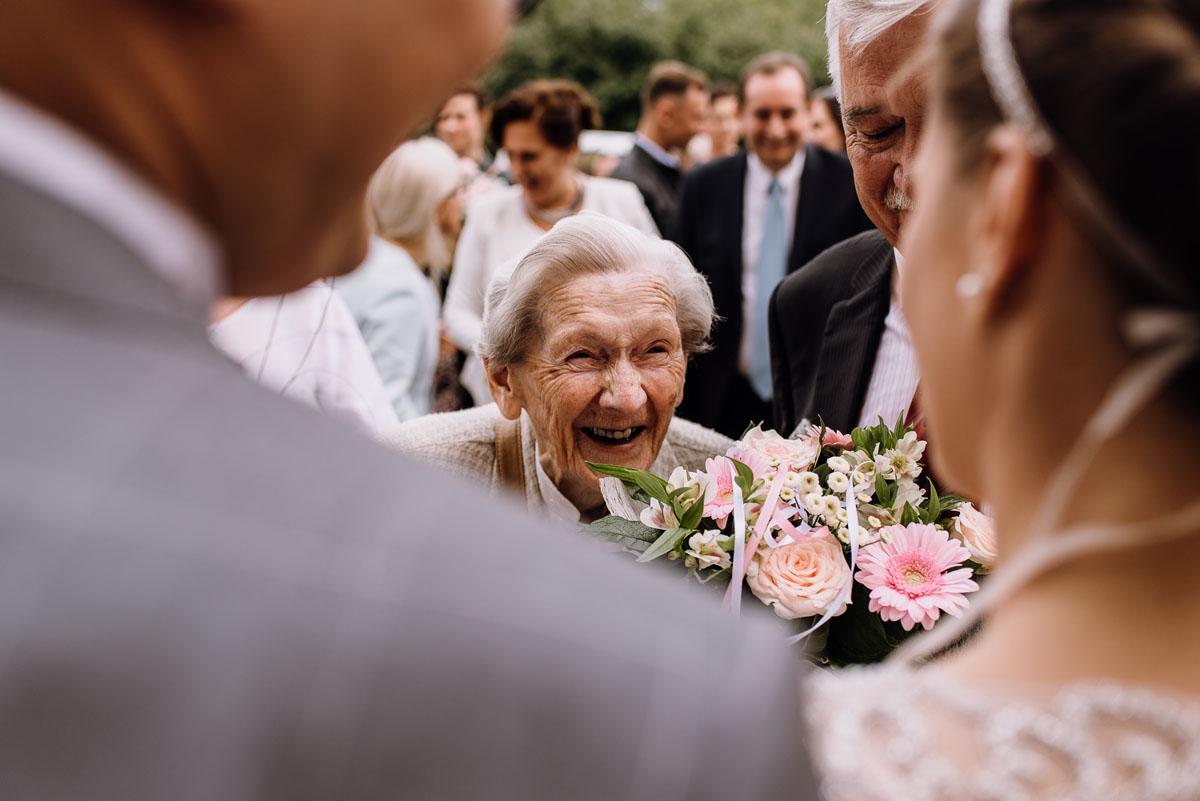 alternatywny-slub-wesele-w-stylu-slow-wedding-szklana-stodola-Bozenkowo-Swietliste-fotografujemy-emocje-Magda-Jakub-105