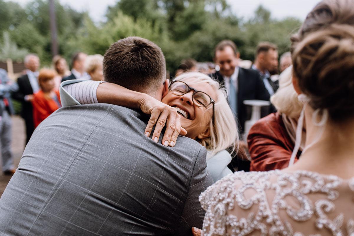 alternatywny-slub-wesele-w-stylu-slow-wedding-szklana-stodola-Bozenkowo-Swietliste-fotografujemy-emocje-Magda-Jakub-106
