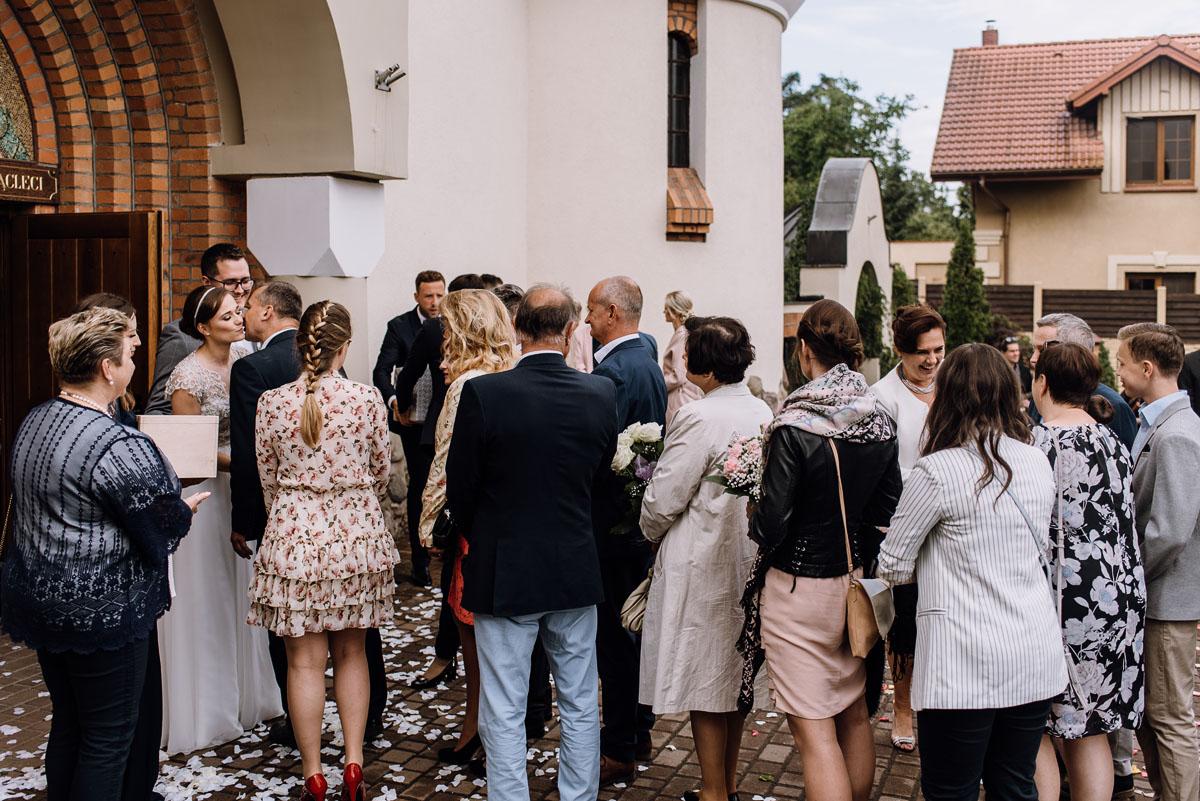 alternatywny-slub-wesele-w-stylu-slow-wedding-szklana-stodola-Bozenkowo-Swietliste-fotografujemy-emocje-Magda-Jakub-107