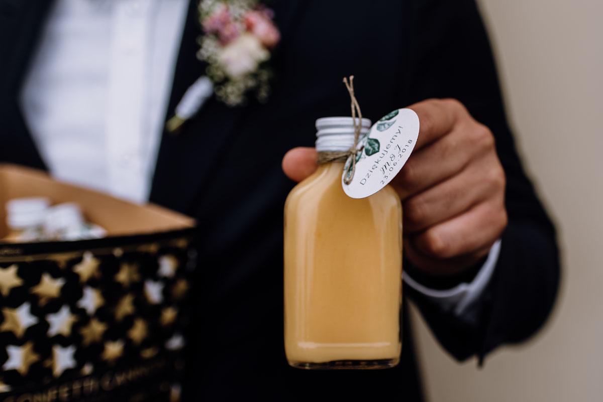 alternatywny-slub-wesele-w-stylu-slow-wedding-szklana-stodola-Bozenkowo-Swietliste-fotografujemy-emocje-Magda-Jakub-112