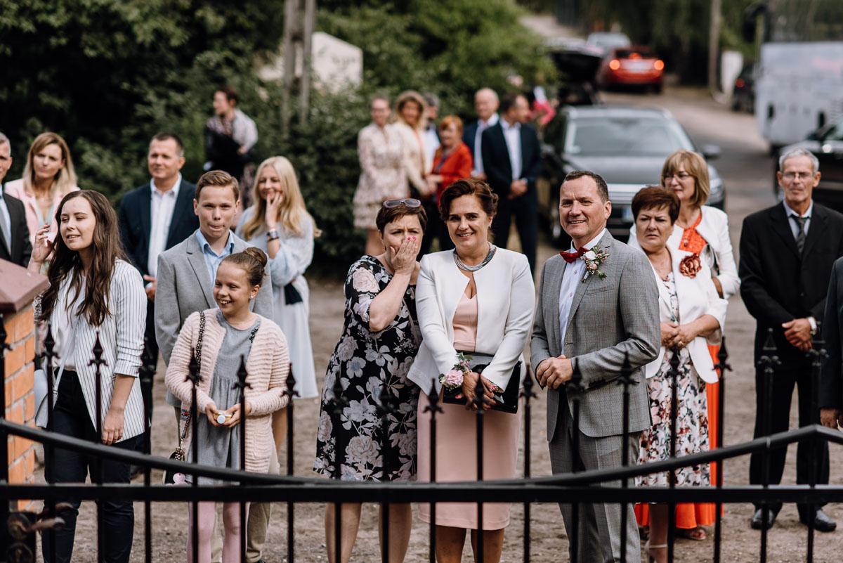 alternatywny-slub-wesele-w-stylu-slow-wedding-szklana-stodola-Bozenkowo-Swietliste-fotografujemy-emocje-Magda-Jakub-113