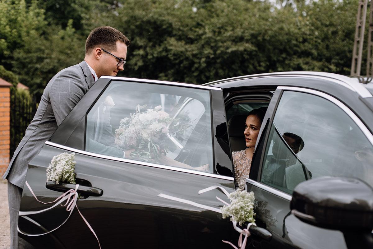 alternatywny-slub-wesele-w-stylu-slow-wedding-szklana-stodola-Bozenkowo-Swietliste-fotografujemy-emocje-Magda-Jakub-114