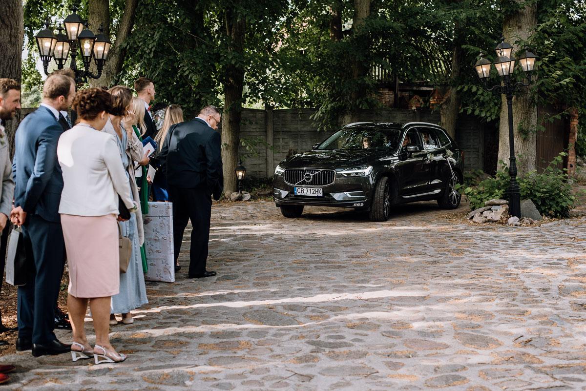 alternatywny-slub-wesele-w-stylu-slow-wedding-szklana-stodola-Bozenkowo-Swietliste-fotografujemy-emocje-Magda-Jakub-117