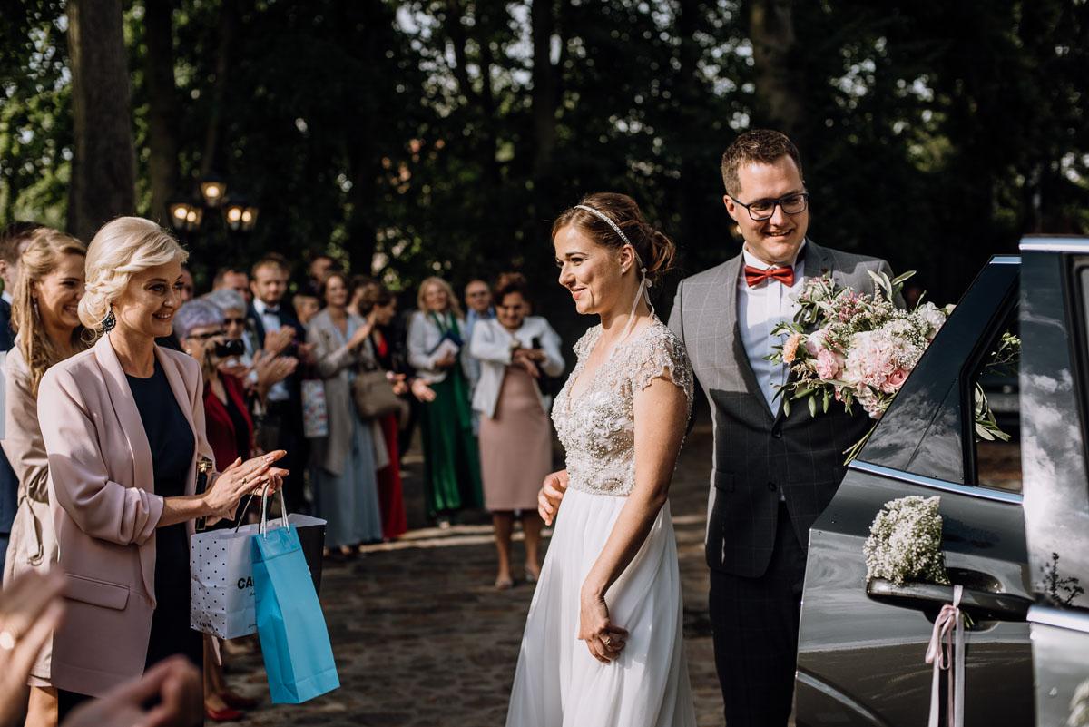 alternatywny-slub-wesele-w-stylu-slow-wedding-szklana-stodola-Bozenkowo-Swietliste-fotografujemy-emocje-Magda-Jakub-118