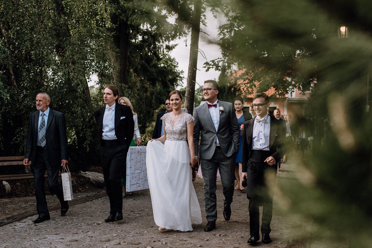 alternatywny-slub-wesele-w-stylu-slow-wedding-szklana-stodola-Bozenkowo-Swietliste-fotografujemy-emocje-Magda-Jakub-119