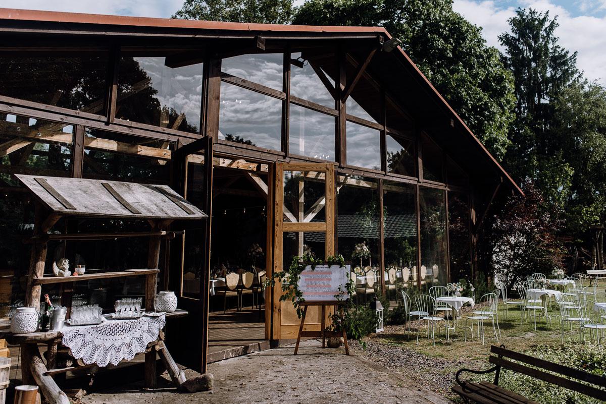 alternatywny-slub-wesele-w-stylu-slow-wedding-szklana-stodola-Bozenkowo-Swietliste-fotografujemy-emocje-Magda-Jakub-120