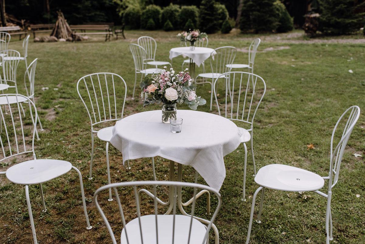 alternatywny-slub-wesele-w-stylu-slow-wedding-szklana-stodola-Bozenkowo-Swietliste-fotografujemy-emocje-Magda-Jakub-121