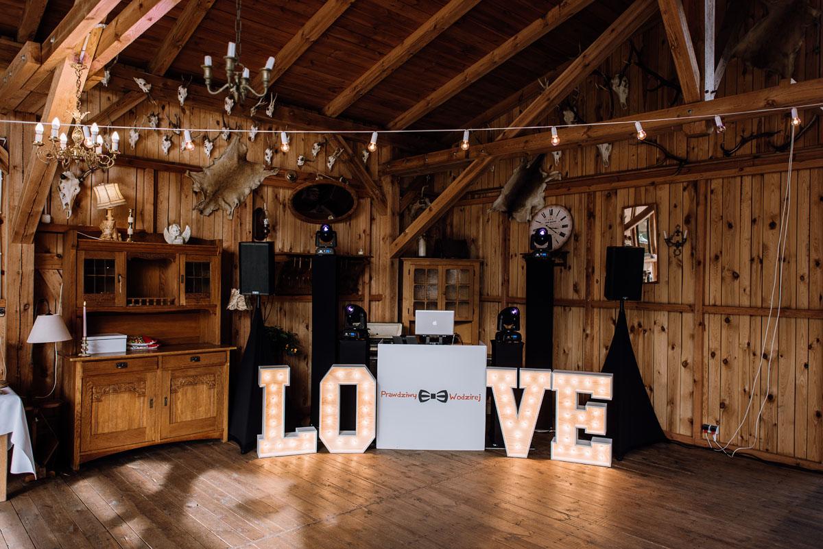 alternatywny-slub-wesele-w-stylu-slow-wedding-szklana-stodola-Bozenkowo-Swietliste-fotografujemy-emocje-Magda-Jakub-122