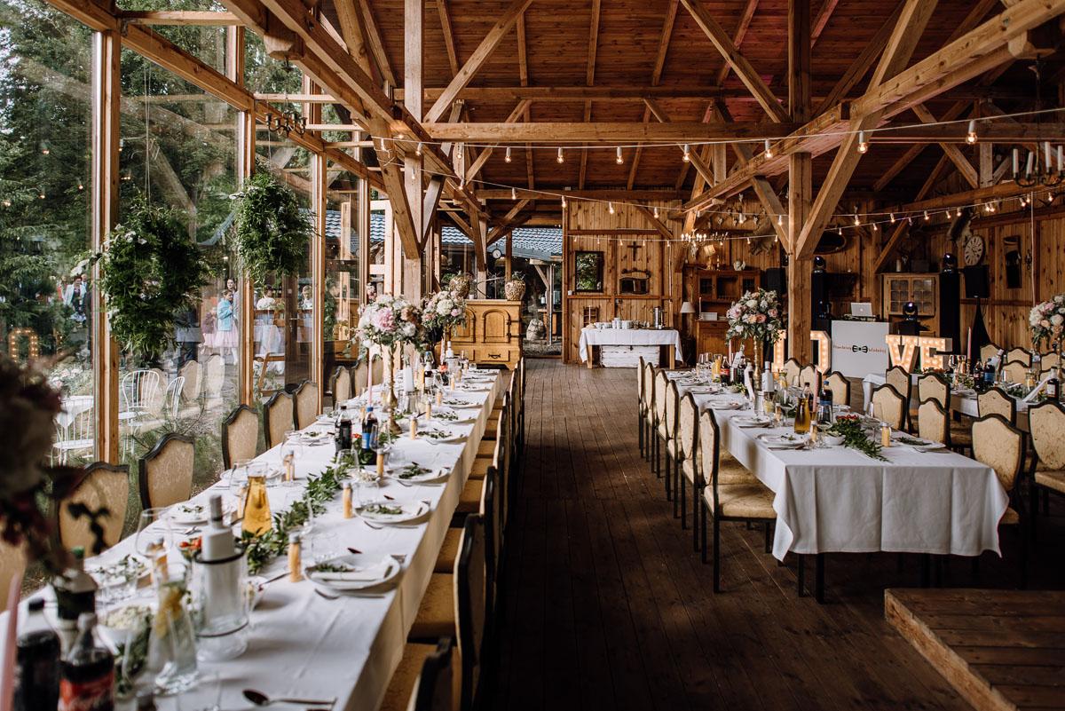 alternatywny-slub-wesele-w-stylu-slow-wedding-szklana-stodola-Bozenkowo-Swietliste-fotografujemy-emocje-Magda-Jakub-123