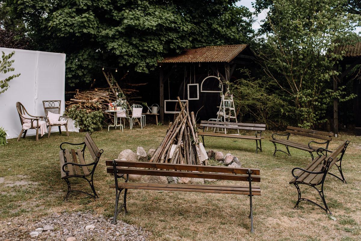 alternatywny-slub-wesele-w-stylu-slow-wedding-szklana-stodola-Bozenkowo-Swietliste-fotografujemy-emocje-Magda-Jakub-126