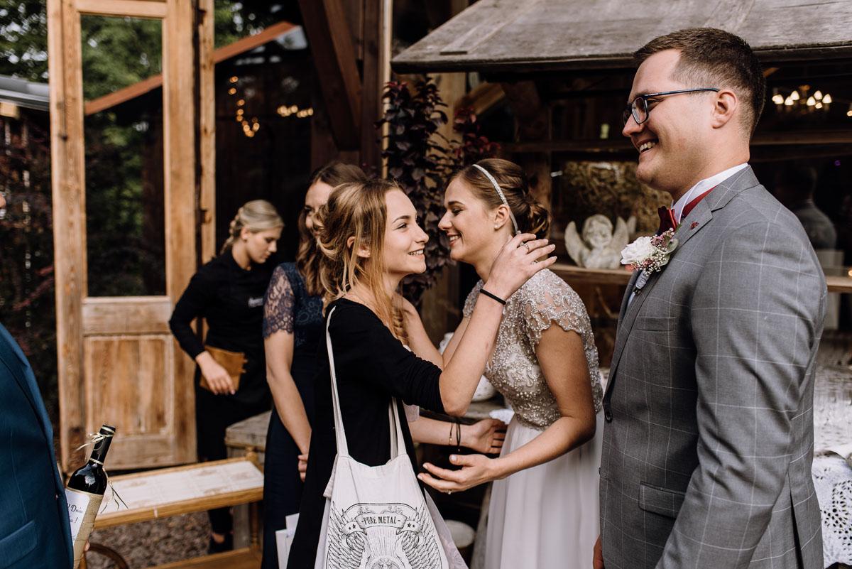 alternatywny-slub-wesele-w-stylu-slow-wedding-szklana-stodola-Bozenkowo-Swietliste-fotografujemy-emocje-Magda-Jakub-128