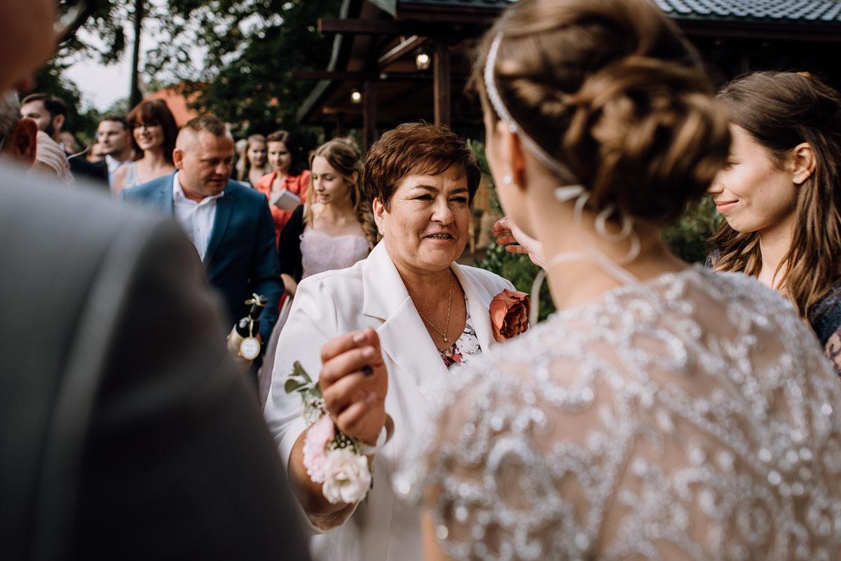 alternatywny-slub-wesele-w-stylu-slow-wedding-szklana-stodola-Bozenkowo-Swietliste-fotografujemy-emocje-Magda-Jakub-131