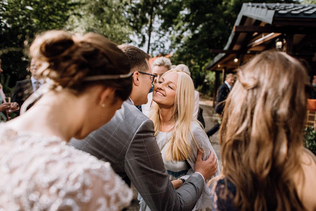 alternatywny-slub-wesele-w-stylu-slow-wedding-szklana-stodola-Bozenkowo-Swietliste-fotografujemy-emocje-Magda-Jakub-133