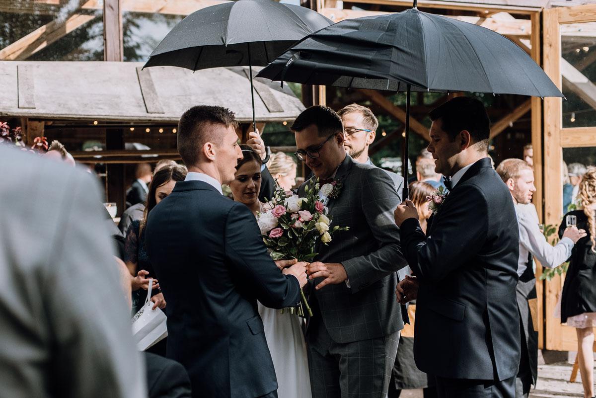 alternatywny-slub-wesele-w-stylu-slow-wedding-szklana-stodola-Bozenkowo-Swietliste-fotografujemy-emocje-Magda-Jakub-135