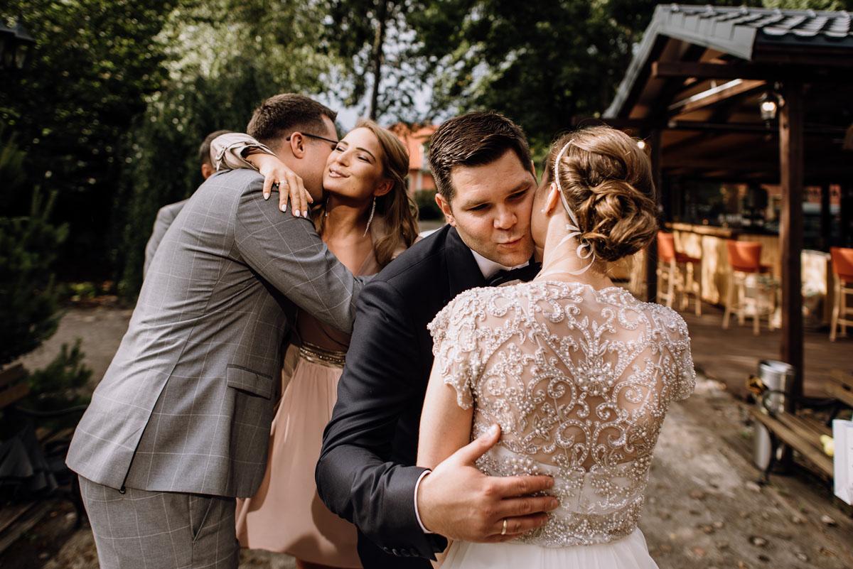 alternatywny-slub-wesele-w-stylu-slow-wedding-szklana-stodola-Bozenkowo-Swietliste-fotografujemy-emocje-Magda-Jakub-136