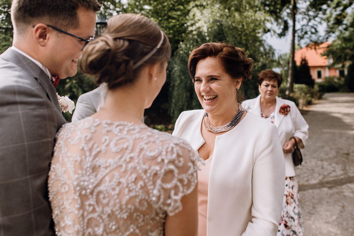 alternatywny-slub-wesele-w-stylu-slow-wedding-szklana-stodola-Bozenkowo-Swietliste-fotografujemy-emocje-Magda-Jakub-137