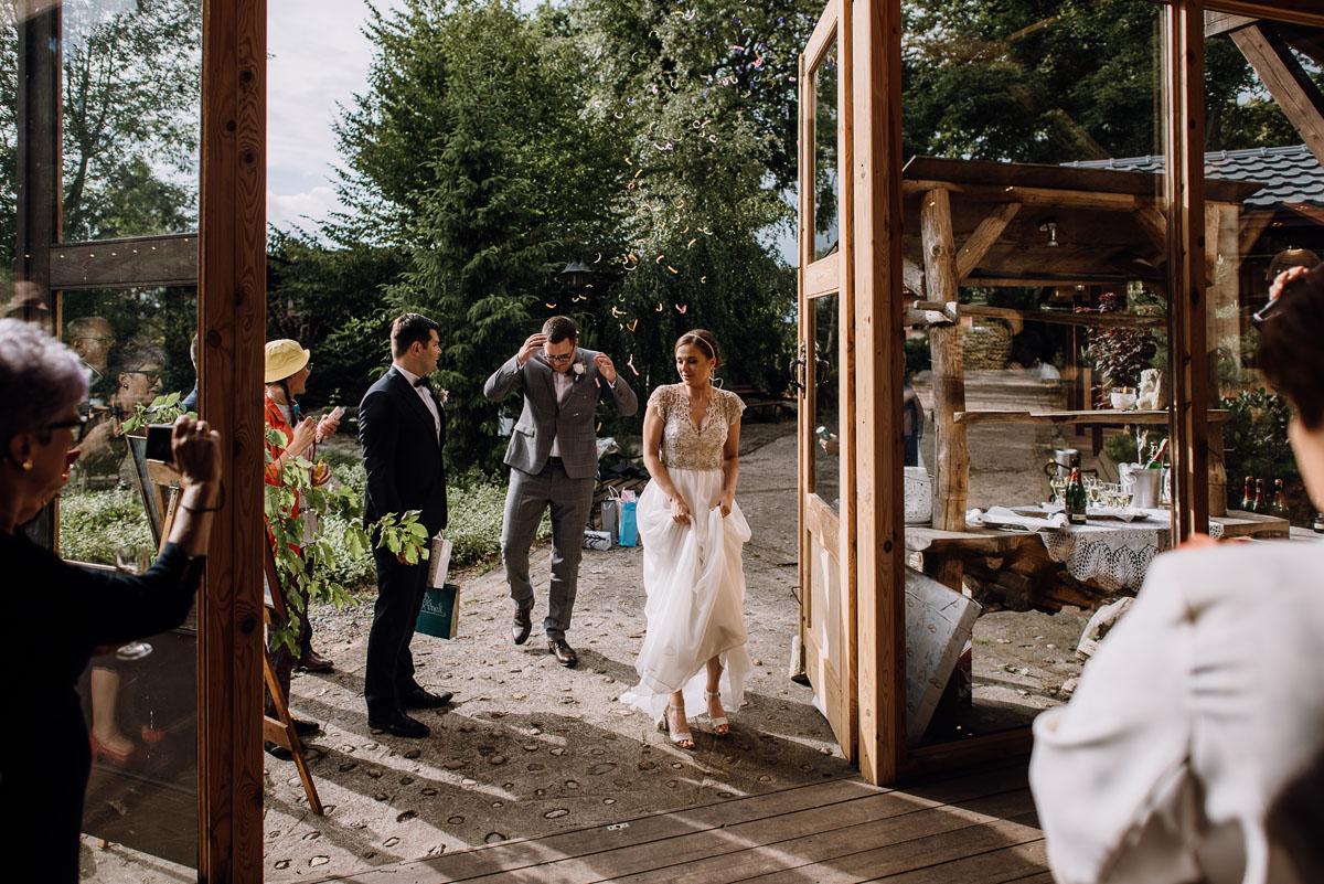 alternatywny-slub-wesele-w-stylu-slow-wedding-szklana-stodola-Bozenkowo-Swietliste-fotografujemy-emocje-Magda-Jakub-140