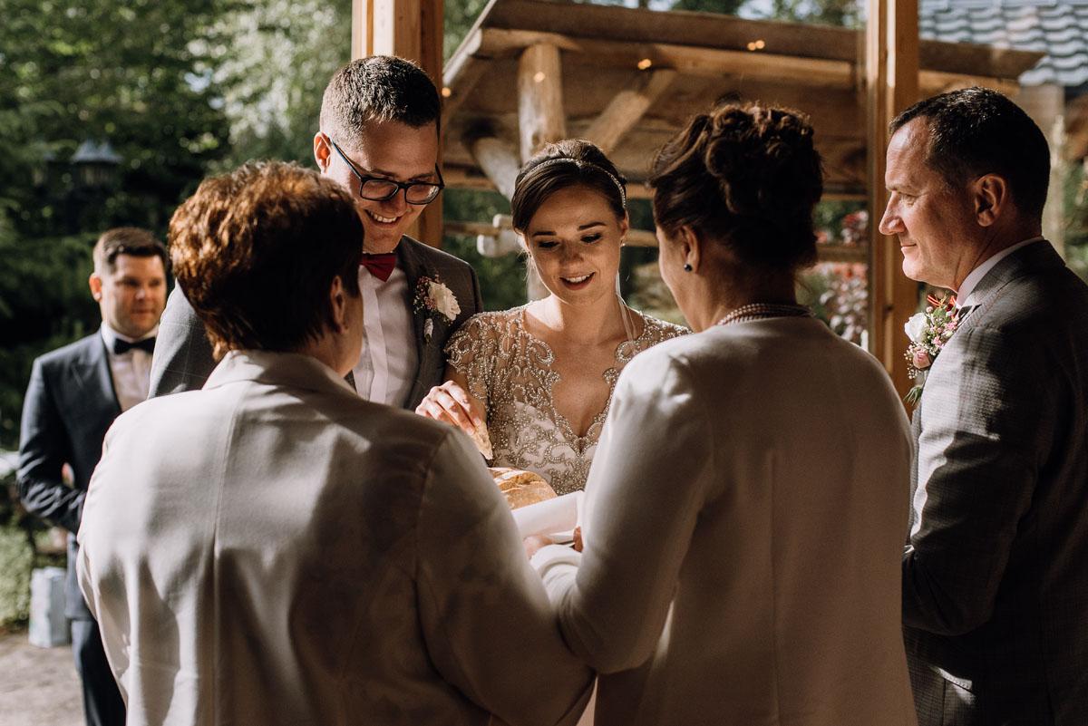 alternatywny-slub-wesele-w-stylu-slow-wedding-szklana-stodola-Bozenkowo-Swietliste-fotografujemy-emocje-Magda-Jakub-141