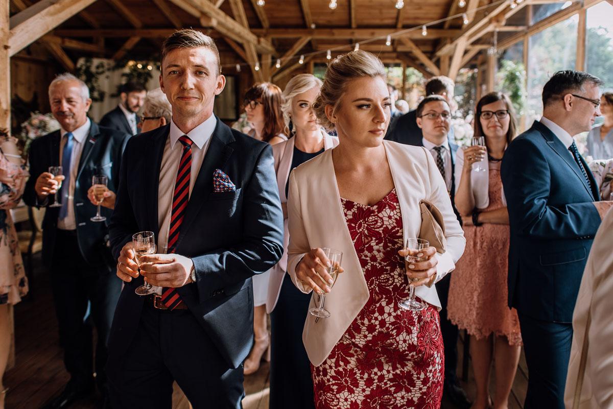 alternatywny-slub-wesele-w-stylu-slow-wedding-szklana-stodola-Bozenkowo-Swietliste-fotografujemy-emocje-Magda-Jakub-142