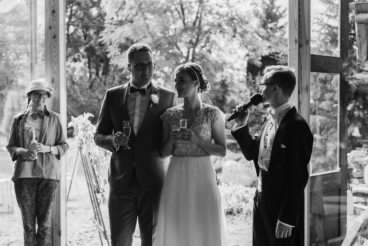 alternatywny-slub-wesele-w-stylu-slow-wedding-szklana-stodola-Bozenkowo-Swietliste-fotografujemy-emocje-Magda-Jakub-144