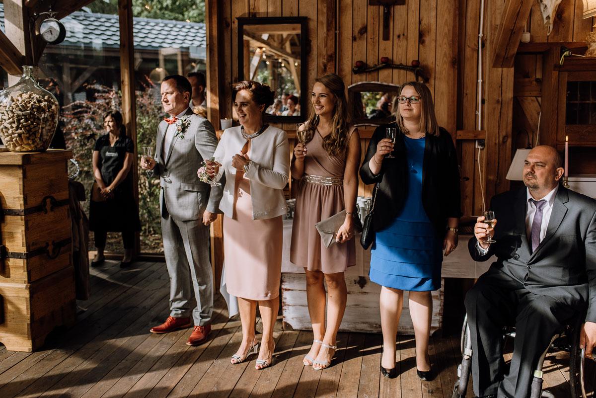 alternatywny-slub-wesele-w-stylu-slow-wedding-szklana-stodola-Bozenkowo-Swietliste-fotografujemy-emocje-Magda-Jakub-145
