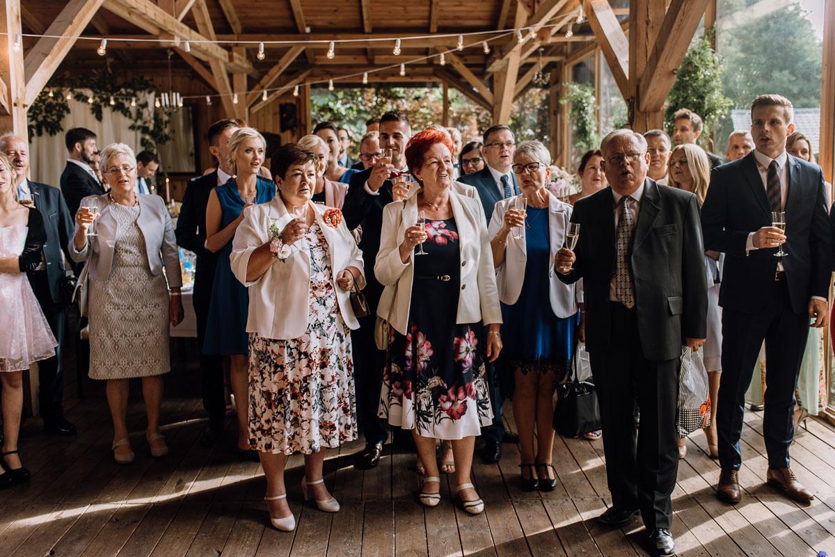 alternatywny-slub-wesele-w-stylu-slow-wedding-szklana-stodola-Bozenkowo-Swietliste-fotografujemy-emocje-Magda-Jakub-146