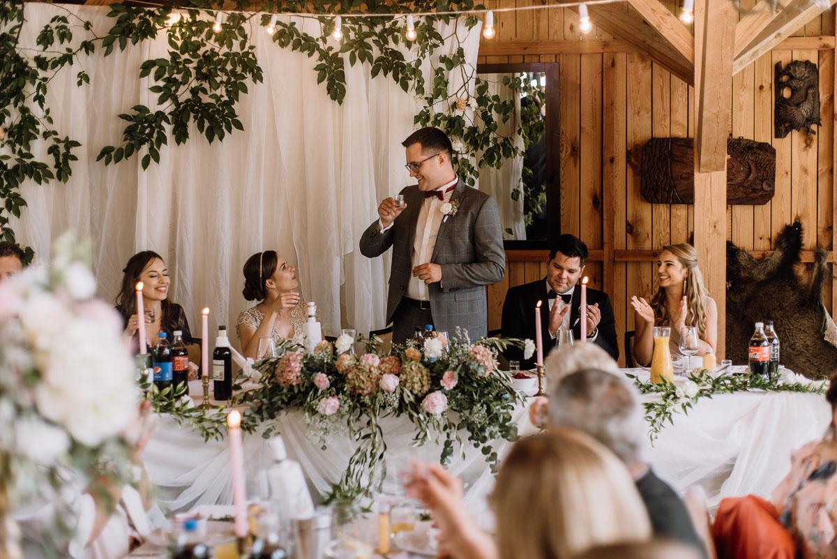 alternatywny-slub-wesele-w-stylu-slow-wedding-szklana-stodola-Bozenkowo-Swietliste-fotografujemy-emocje-Magda-Jakub-148