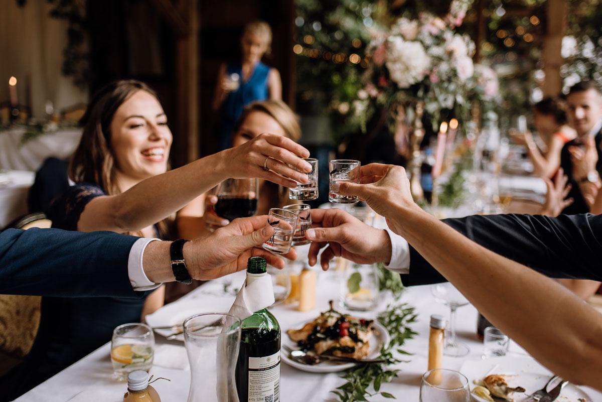 alternatywny-slub-wesele-w-stylu-slow-wedding-szklana-stodola-Bozenkowo-Swietliste-fotografujemy-emocje-Magda-Jakub-149