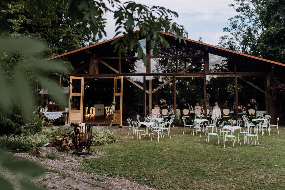 alternatywny-slub-wesele-w-stylu-slow-wedding-szklana-stodola-Bozenkowo-Swietliste-fotografujemy-emocje-Magda-Jakub-150
